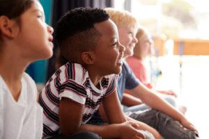 Filosoferen in de klas kan ook in grote groepen