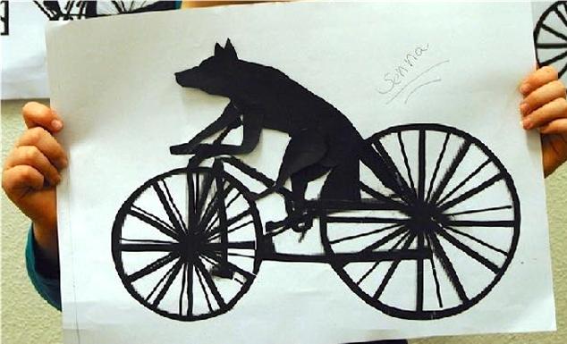 Kunstlessen Een aap op een fiets